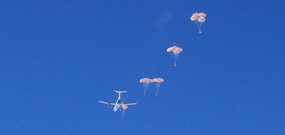 В ноябре 2010 г. впервые проведен парашютный сброс топлива на Южный Полюс